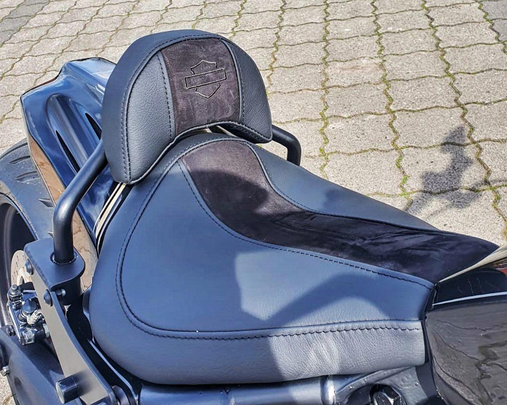 Harley-Davidson FXDR Umbau 2021 - Sitz mit Fahrerrückenlehne