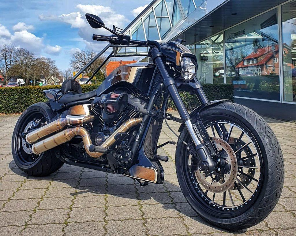Harley-Davidson FXDR Umbau 2021 - Rechts Vorn Komplett