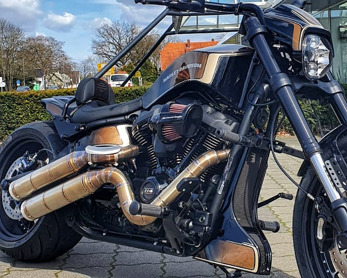 Harley-Davidson FXDR Umbau 2021- Vorne Rechts