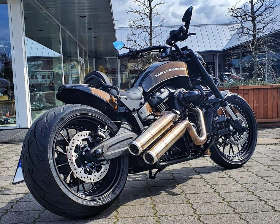Harley-Davidson FXDR Umbau 2021 - Rechts Hinten